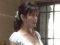 野外でのオシッコ姿を見られたアラフォー美熟女